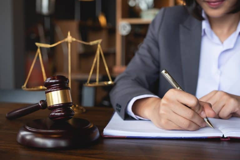 What Things to Consider When Hiring a Personal Business Lawyer